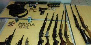 Operação encontra 11 armas, 380 munições e prende três pessoas
