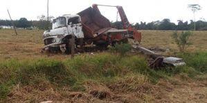 Colisão entre dois caminhões deixa homem gravemente ferido na MS-276