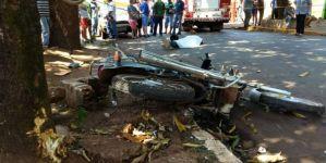Motociclista perde o controle, bate em árvore e morre em Dourados