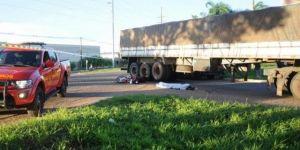Mulher de 37 anos morre atropelada por caminhão em avenida da Capital