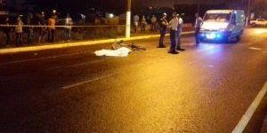Ciclista tem a cabeça esmagada por carreta em avenida