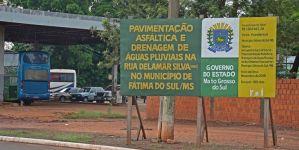 Após empresa abandonar obras, Governo reabre licitação para concluir pavimentação da Rua Delamar Silva em Fátima do Sul